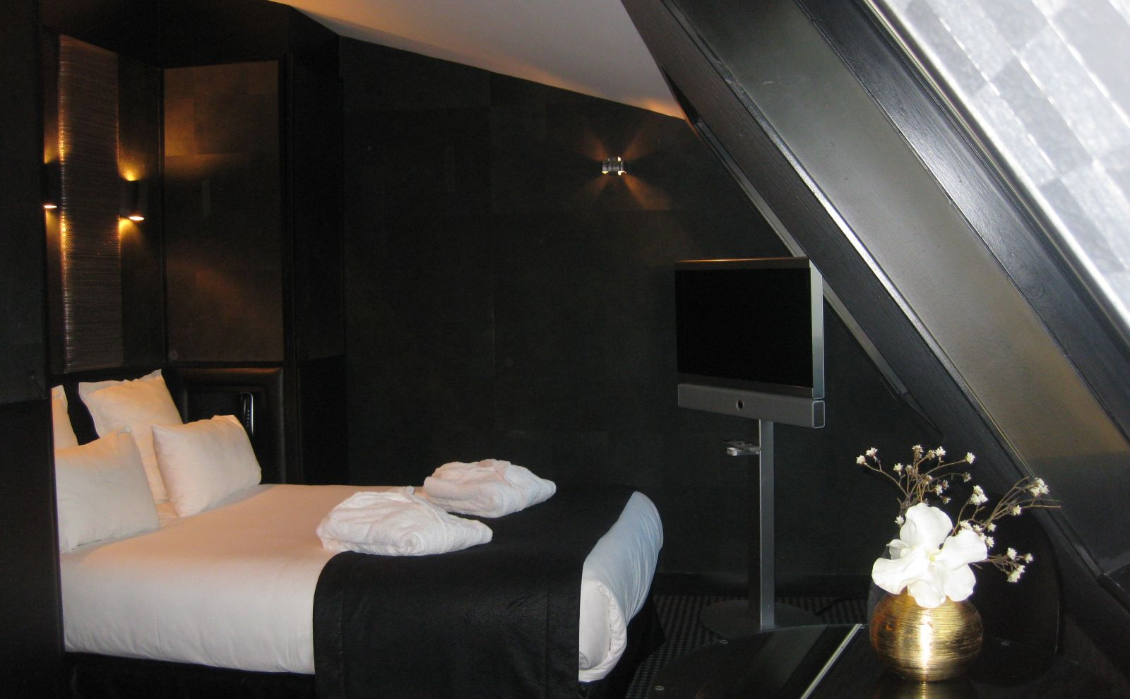 prestige room eiffel tower view hotel l adresse paris. Black Bedroom Furniture Sets. Home Design Ideas